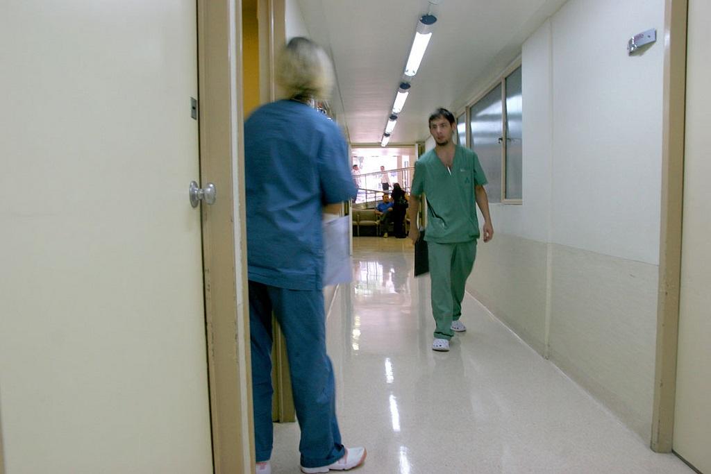 La cimera de les professions sanitàries reconeix la manca d'infermeres com un dels principals problemes del sistema de salut