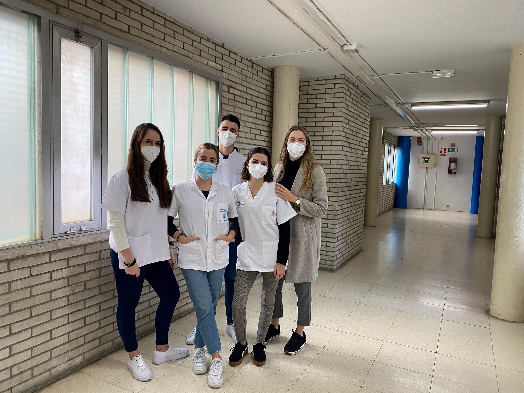 Una intervenció comunitària amb estudiants d'infermeria vol conscienciar els adolescents sobre la covid-19