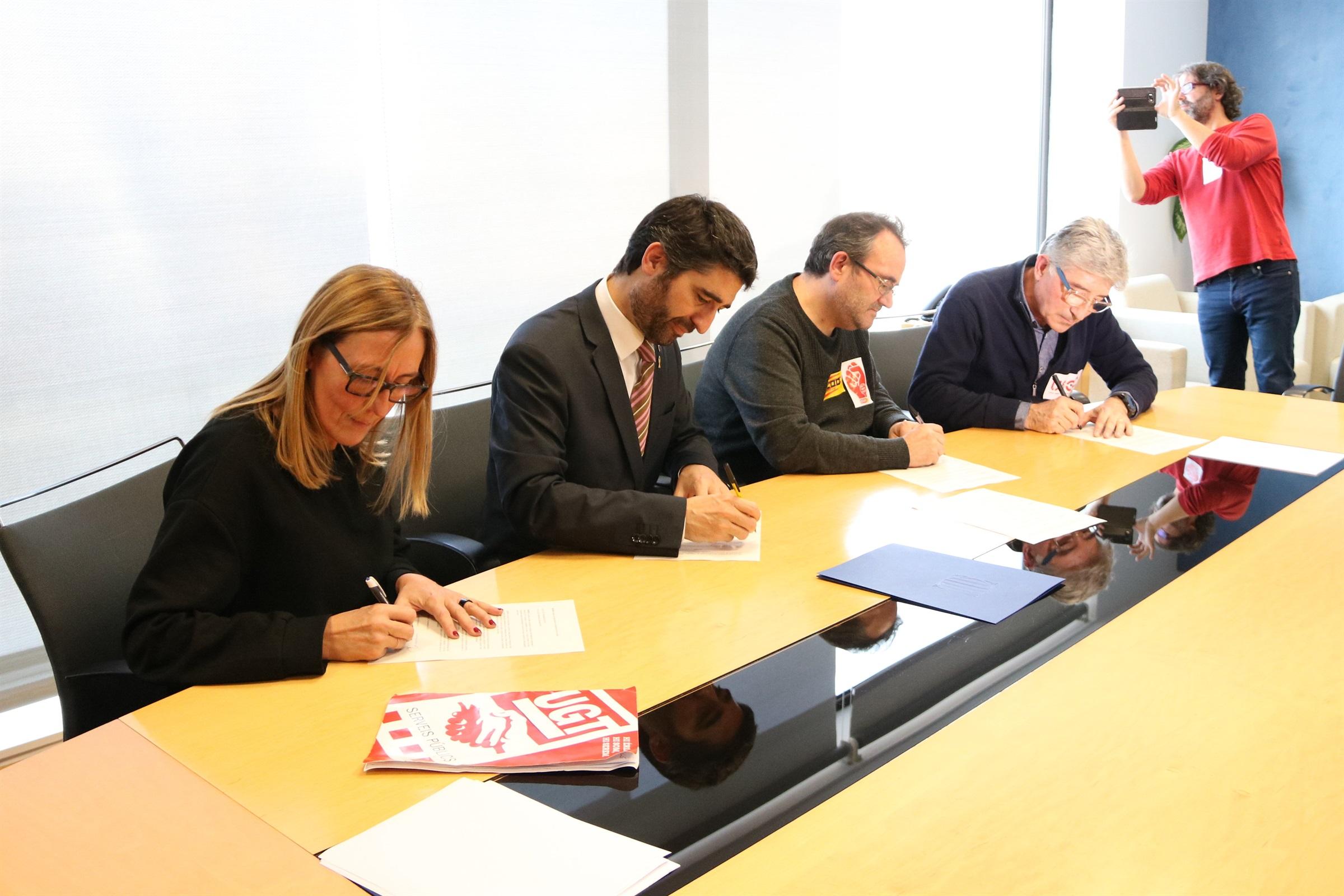 Els funcionaris de la Generalitat desconvoquen la vaga després d'un acord per al retorn de les pagues extres