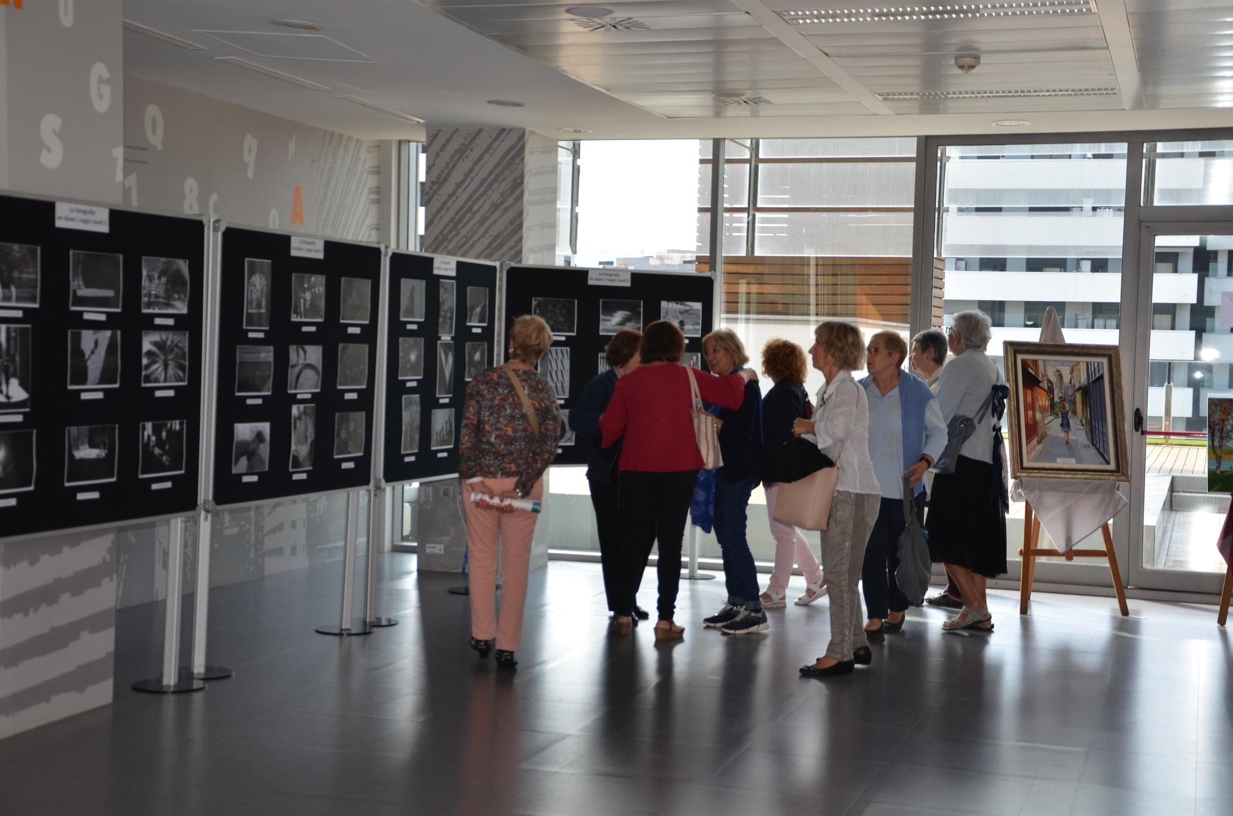 La Biblioteca del COIB acull una exposició fotogràfica del viatge del Grup 65