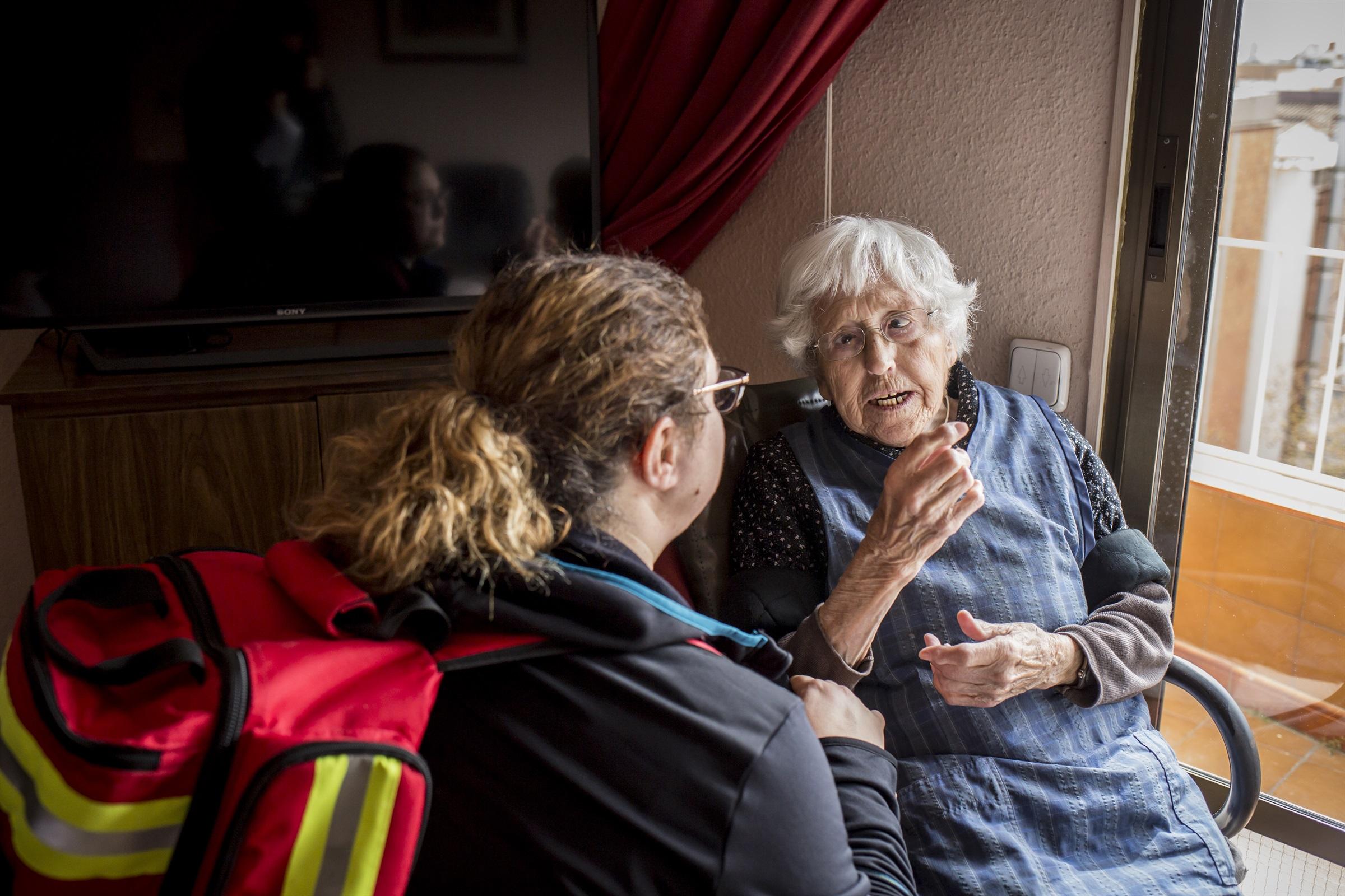 Infermeres de família i comunitària de l'Atenció Primària donen consells de salut per a les persones confinades a casa per l'estat d'alarma