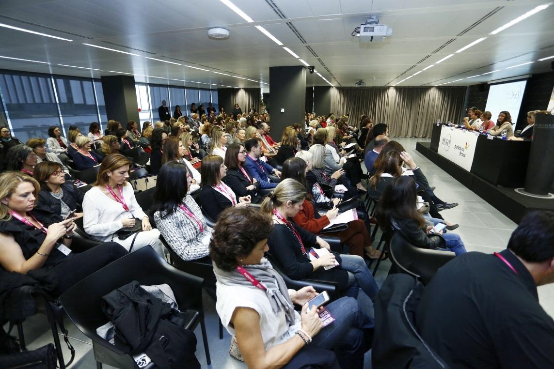 Les infermeres de Barcelona amb la salut de les dones directives al 4t Congrés Women 360⁰