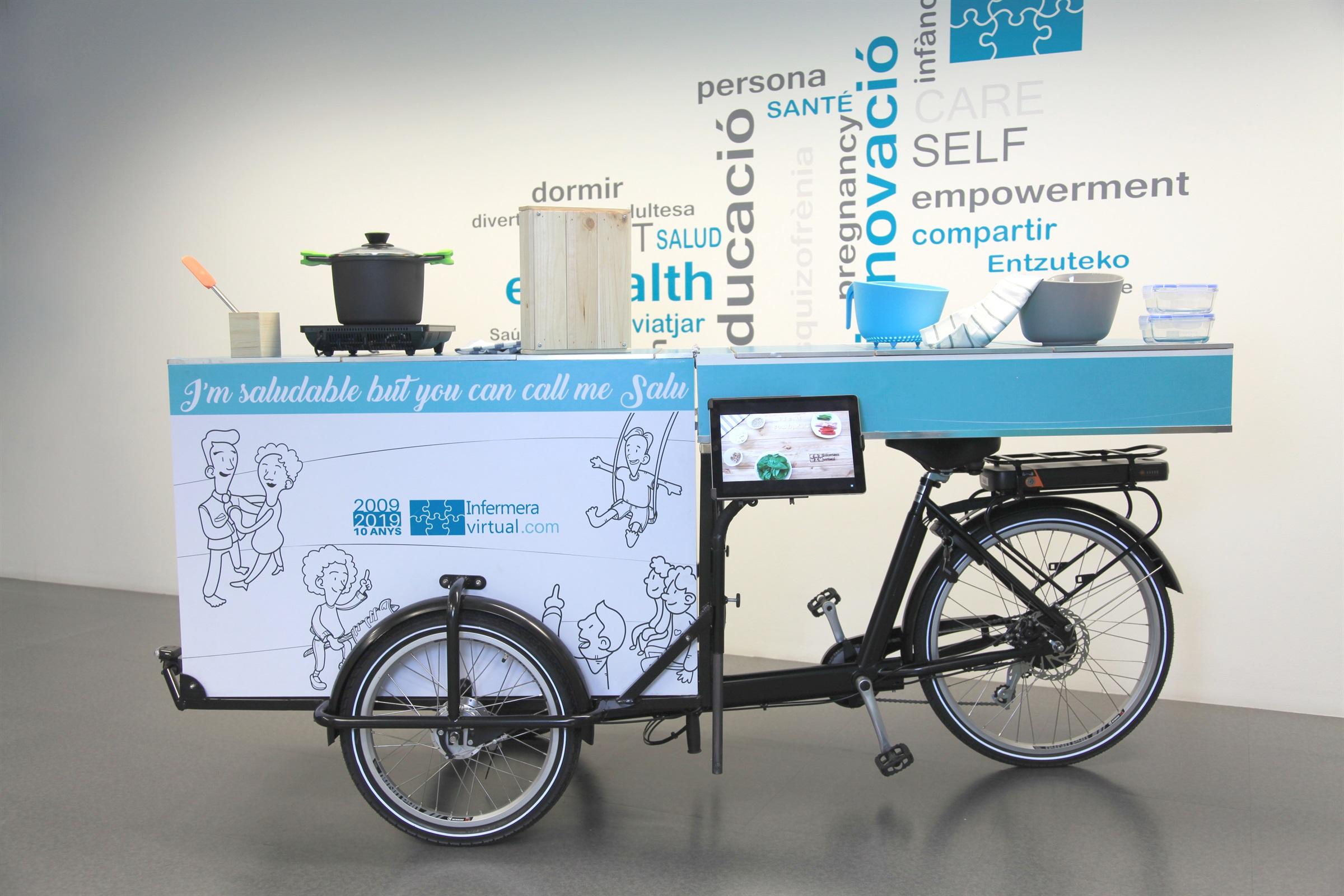 """Infermera virtual porta tallers per promoure una alimentació saludable als mercats de Barcelona amb la bicicleta itinerant """"la Salu"""""""