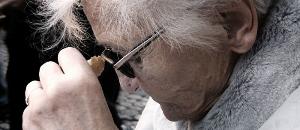 Un estudi infermer posa de manifest que més de la meitat de les dones gran pateix soledat