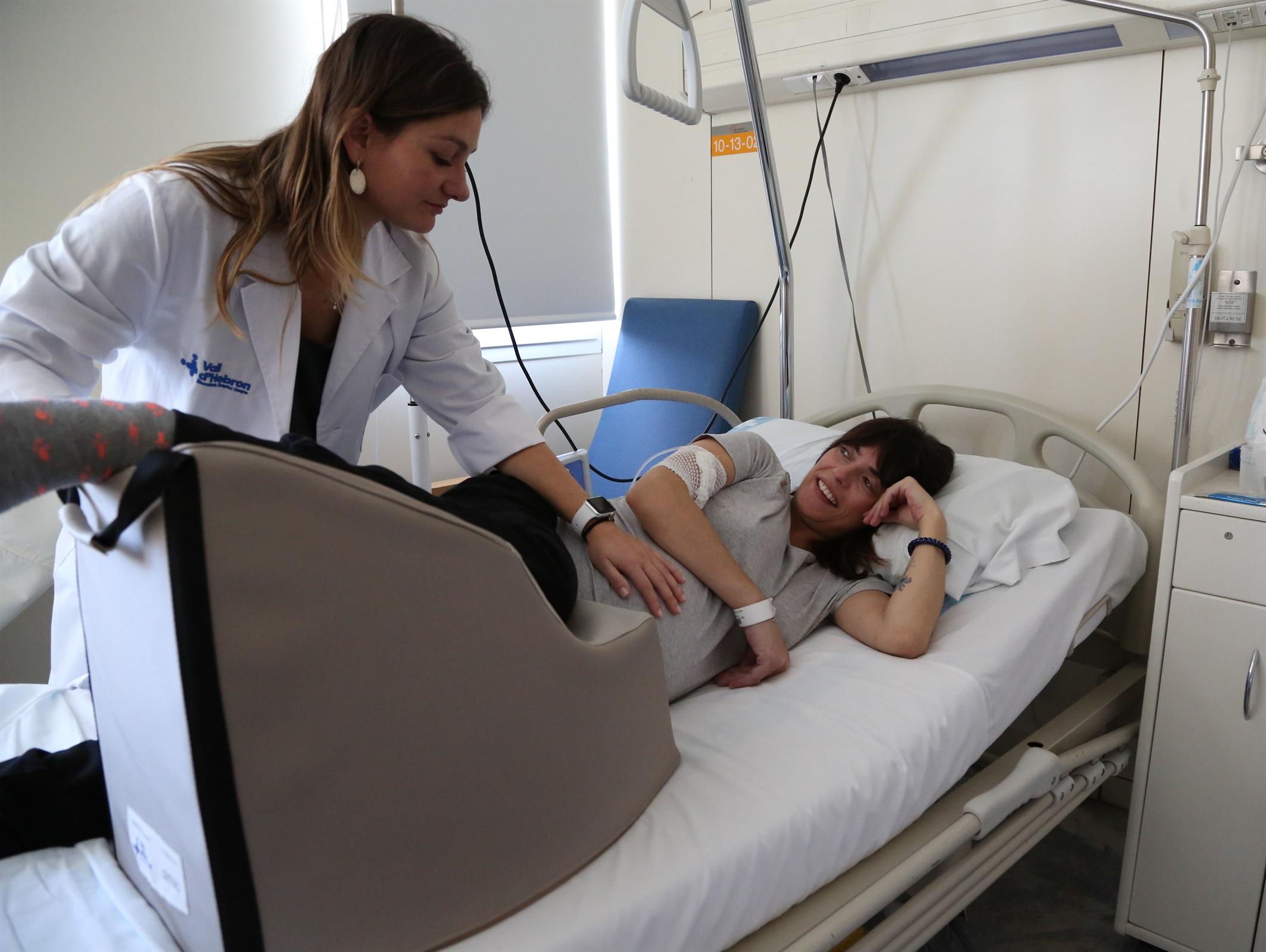 Una llevadora dissenya un coixí per a embarassades que corregeix la posició incorrecta del fetus en el part