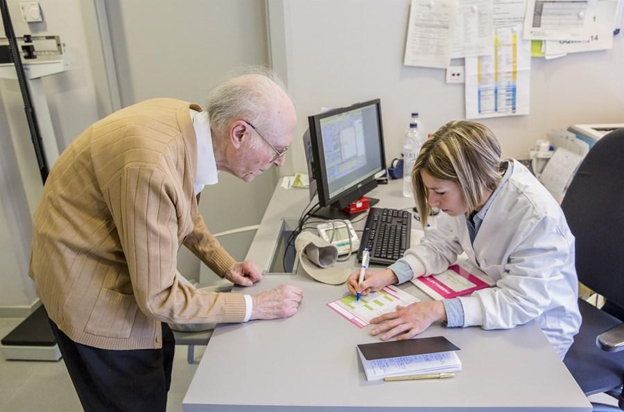 5.000 infermeres de Barcelona ja poden registrar les seves prescripcions en format de recepta electrònica