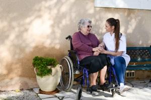 Aula de geriatria. Els maltractaments a les persones grans