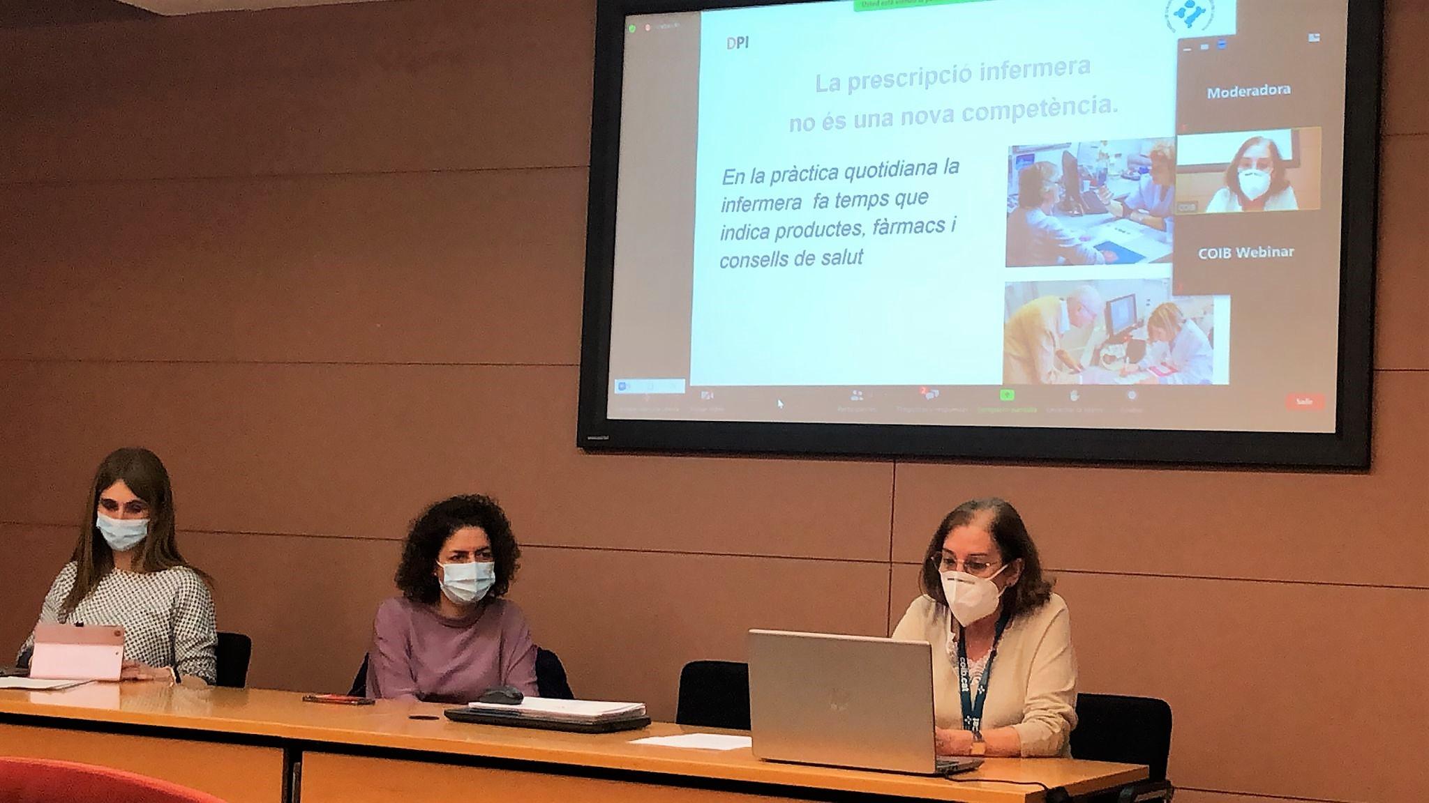 Els referents al COIB del desplegament de la prescripció infermera expliquen el projecte a les delegacions comarcals