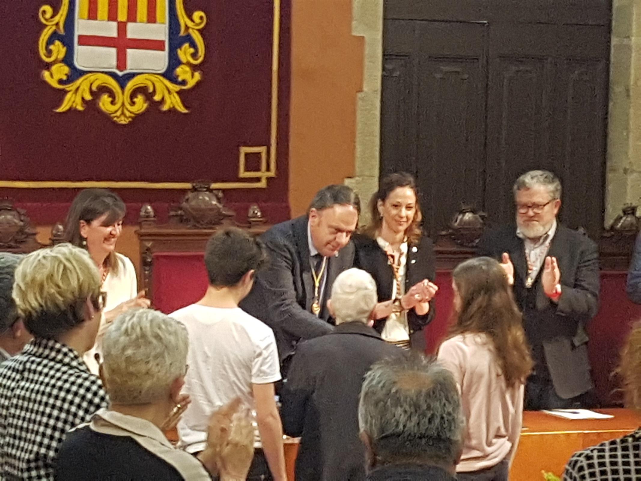 Manresa entrega la Medalla de la Ciutat al Mèrit de la Solidaritat a la infermera cooperant Flors Sirera